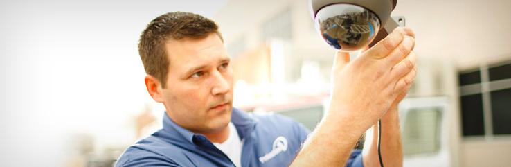montaż systemów alarmowych i monitoringi instalacja alarmów i kamer